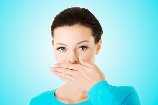 Что делать если изо рта воняет калом